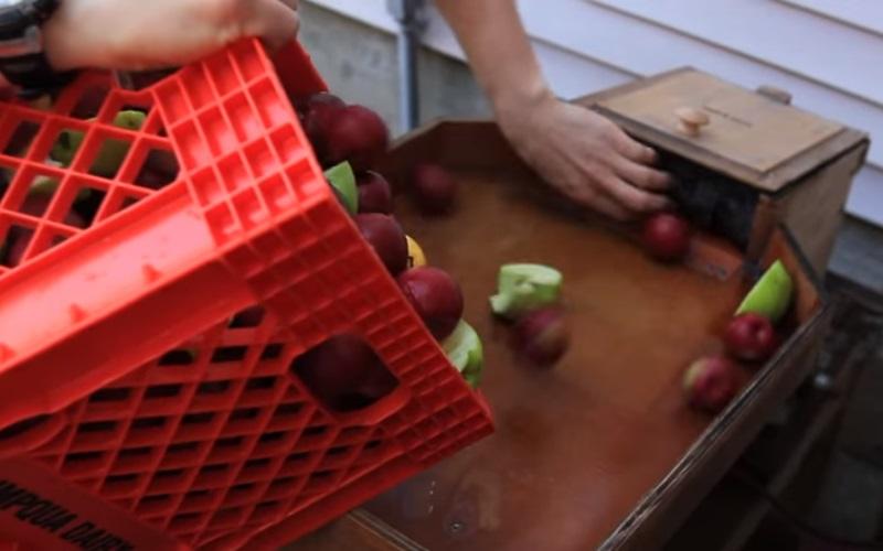 蘋果汁的製作過程竟如此療癒,看到「瀑布」那一段感覺整個世界都被點亮了!