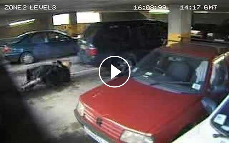 停車場監視器拍到一對情侶慾火滅不了,當場就OOXX起來...